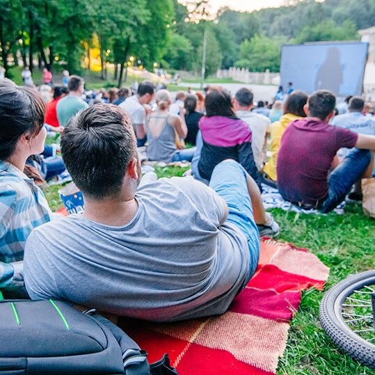 outdoor cinema screen hire